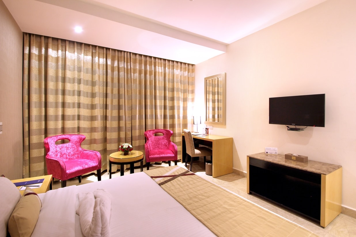 luxury hotel with deluxe rooms in Hyderabad