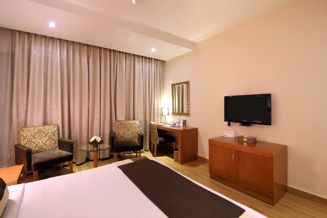 Executive Deluxe rooms in Hyderabad with queen bed